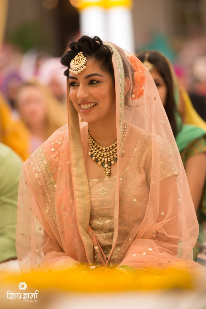 Wedding Nimrata And Raj Hair Makeup By Komal Gulati Bride Had A Simple Bun At The Back But Front Area Was Divided Into 5 6 Different