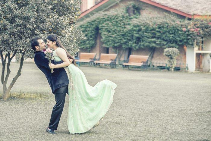 03-vintage-styled-pre-wedding-shoot-india (9)