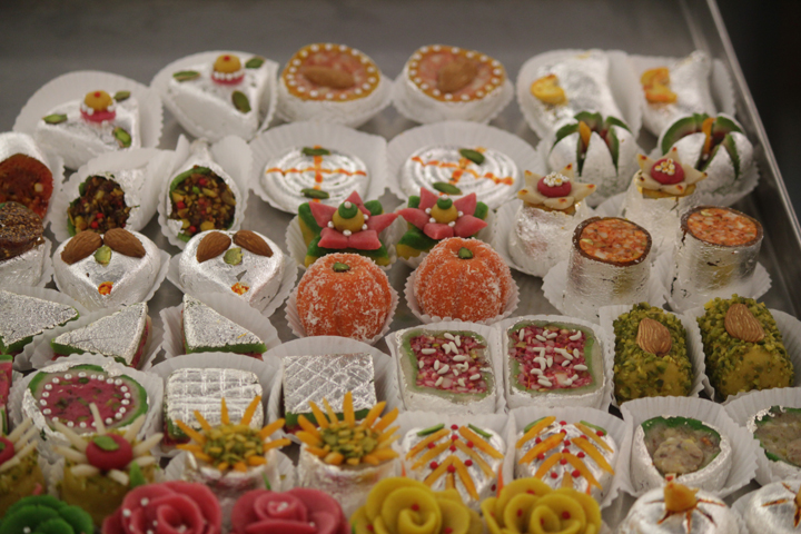 Unique Indian Wedding Favours : Way more chic than your Mithai Dabba ...
