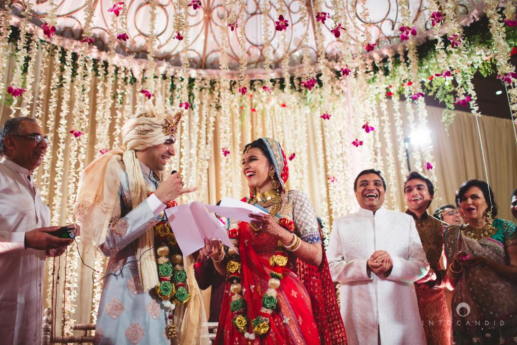 1427443319_SaharaStar-Mumbai-Hindu-Wedding-Photography-Intocandid-MA-46