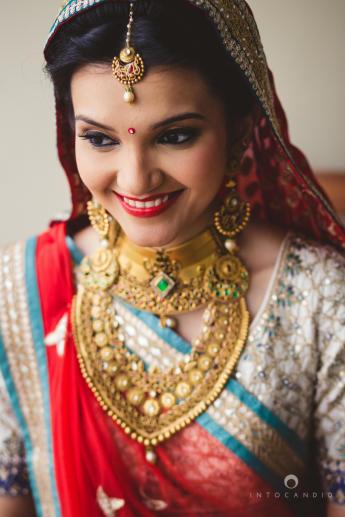 gold-jewellery-bride