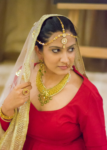 tanishq positioning to capture the indian The firm has to choose between an established brand, tanishq, and a new skunkworks brand, goldplus, to go after the indian plain gold jewelry market.