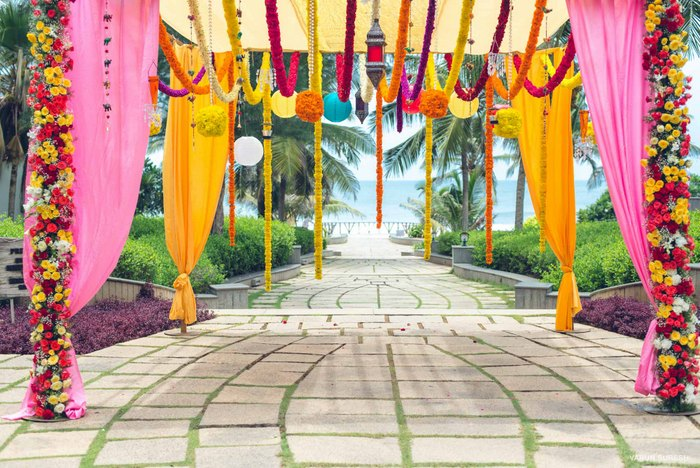 Wedding in mahabalipuram with gorgeous decor wedmegood for Best indian home decor blogs